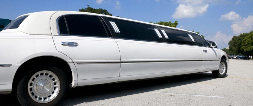 Make Your Day More Special With Oakville Wedding Limo